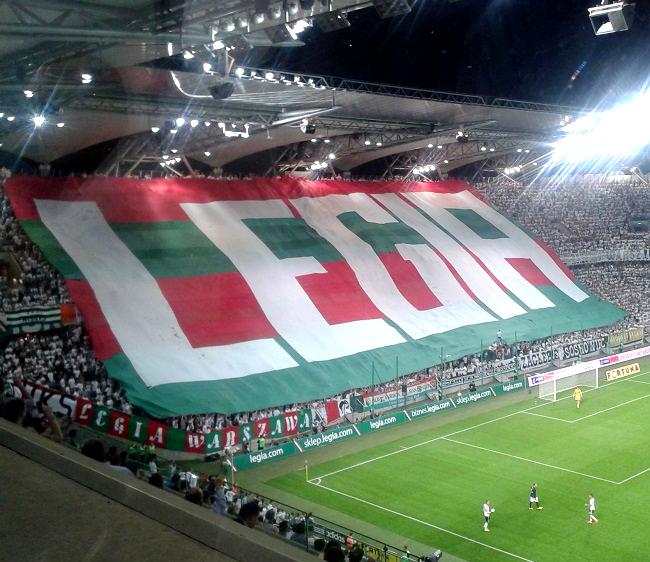 Sektorówka na Żylecie podczas meczu Legia Warszawa - Celtic Glasgow - fot. Tomasz Janus / sportnaukowo.pl