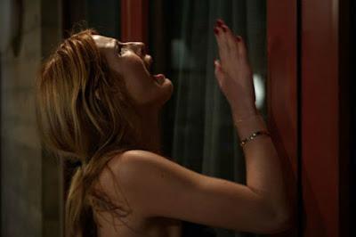 Nina trata de escapar al asesino de Scream en la versión seriéfila para MTV