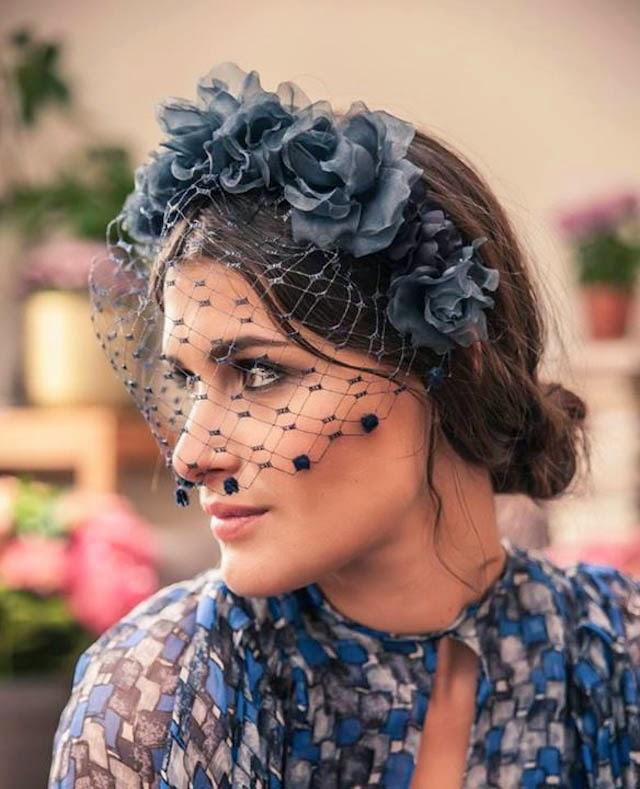 Invitadas elegantes y con corona de flores a todo for Tocados elegantes para bodas