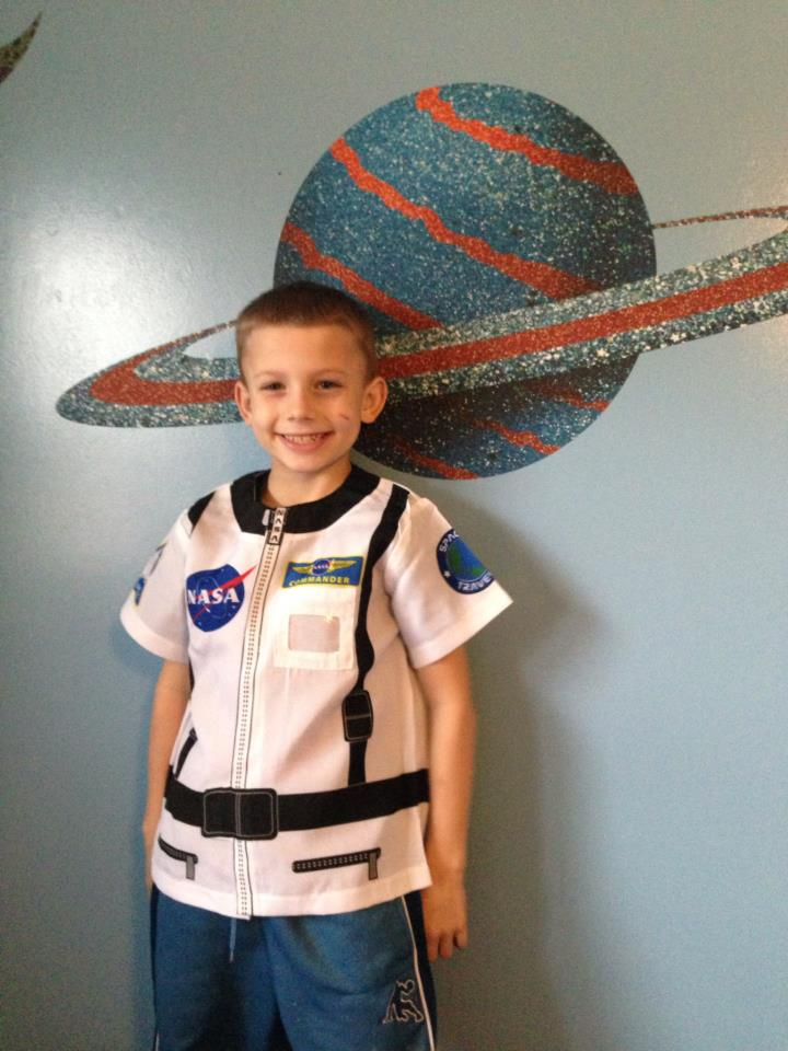 make your own astronaut helmet costume - photo #2
