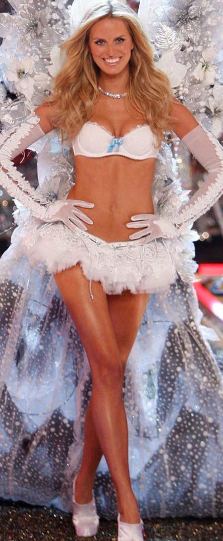 Victoria's Secret angel Karolina Kurkova