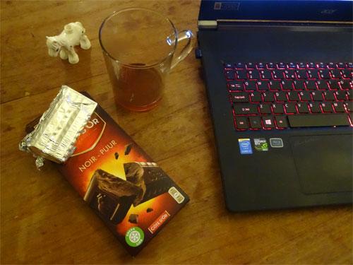 kop thee en chocolade voor reset