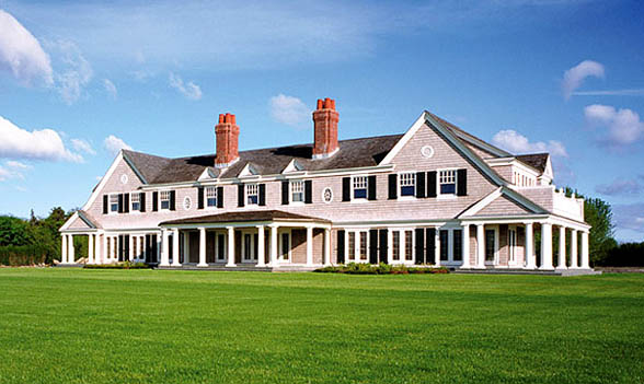 Things aren 39 t always what they seem in the revenge house for Biggest homes in the hamptons