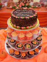 CAKES & CUPCAKES WEDDING(W/STAND)