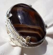 Batu Oniks (Onyx) - Soscilla, Batu Mulia dan Permata: Oniks (Onyx), Khasiat dan Fungsi Batu Onyx - Makrifat Business