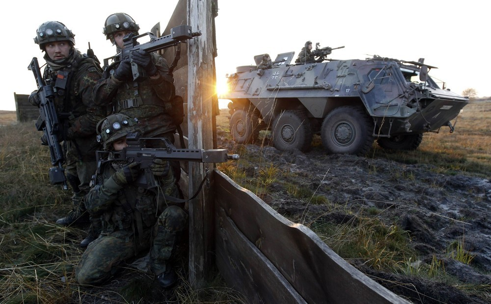 Allemagne German+Bundeswehr+armed+forces+soldier+4th+company++mechanized+infantry+battalion+411+Viereck+shouts+commands+a+firefight+insurgents++International+Security+Assistance+Force+%2528ISAF%2529+nato++%25283%2529
