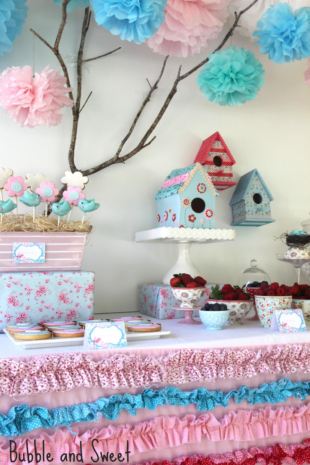http://3.bp.blogspot.com/-fCUxbBjJQxw/UEu0wPunr3I/AAAAAAAAGlA/yI6z0tlIHCU/s1600/beautiful+prettiest+bird+party+blue+pink+red+ruffles+sweet.jpg