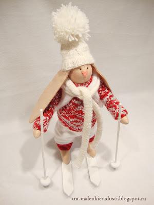 Новогодняя интерьерная композиция. Текстильный заяц ручной работы.