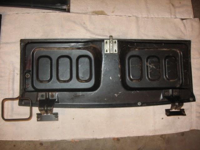 Fastback trap door trim