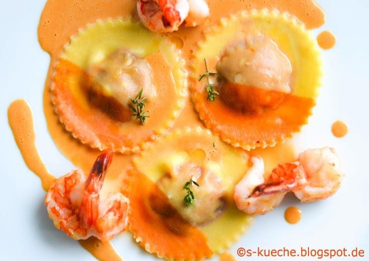 Paprika-Orangen Ravioli mit Crevettensauce von oben