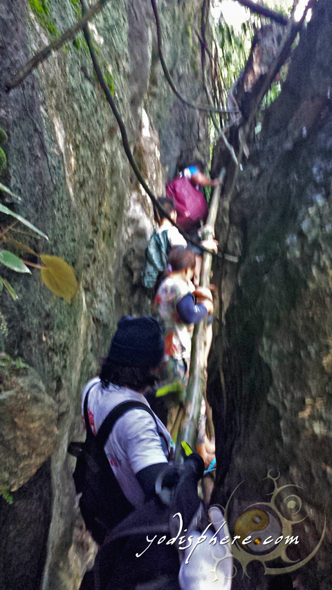 Narrow rock passages along the trail going up Mt. Sipit Ulang