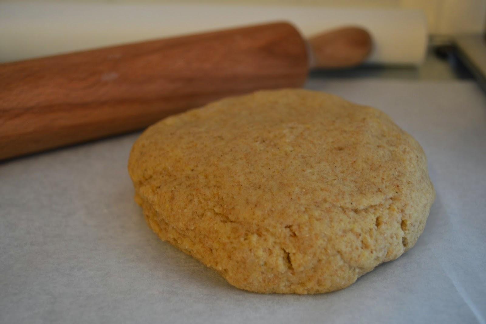 farine de coco, gluten, farine semi-complète, poudre d'amande, framboise, mûre, pâte de pistache