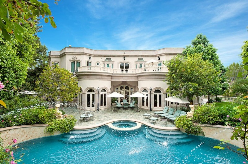 Passion for luxury french baroque beverly hills chateau for Luxury homes for sale in beverly hills