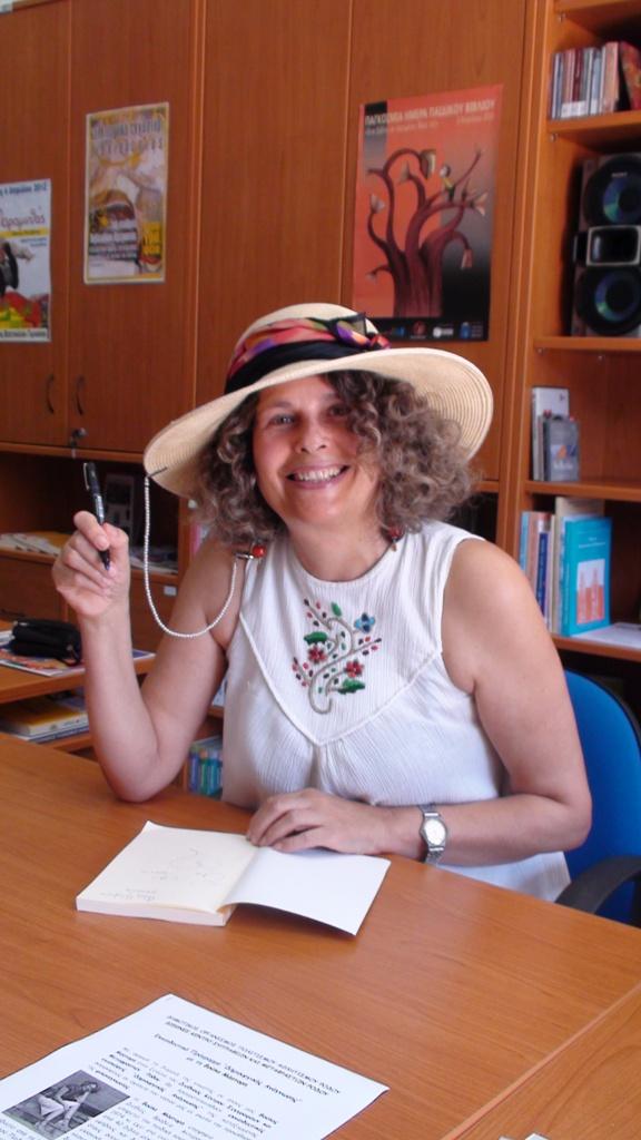 Υπογράφοντας βιβλία μου, 22.6.2012, Ρόδος
