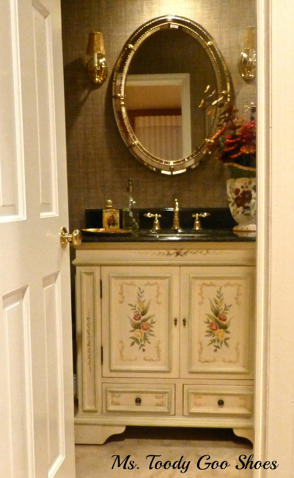 Traditional style home tour in new jersey debbiedoos for Bathroom vanities home depot expo