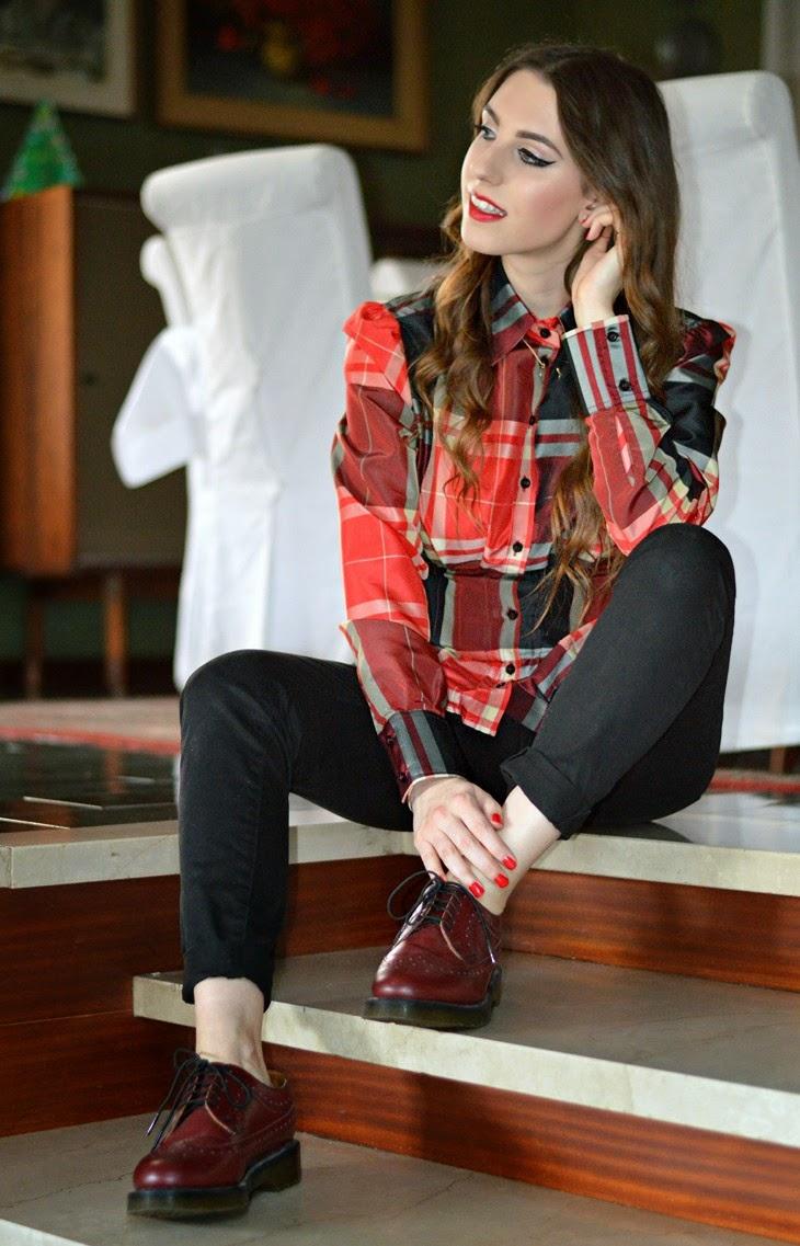 consigli idee outfit natale viglia natale outfit rosso per natale come vestirsi a natale Zara Tartan Blouse Dr Martens 3989 Cherry Red dottor martens borgogna
