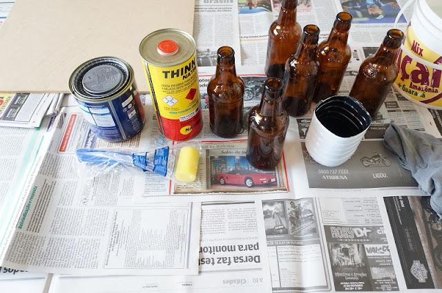 materias para pintar as garrafafinhas com a tinta lousa.