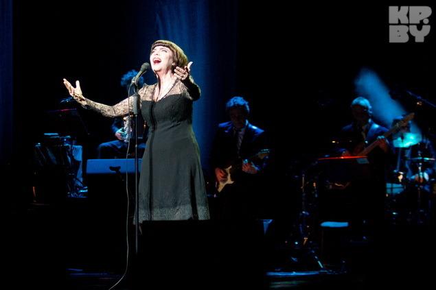 Mireille mathieu en concert à minsk le 10 mars 2014