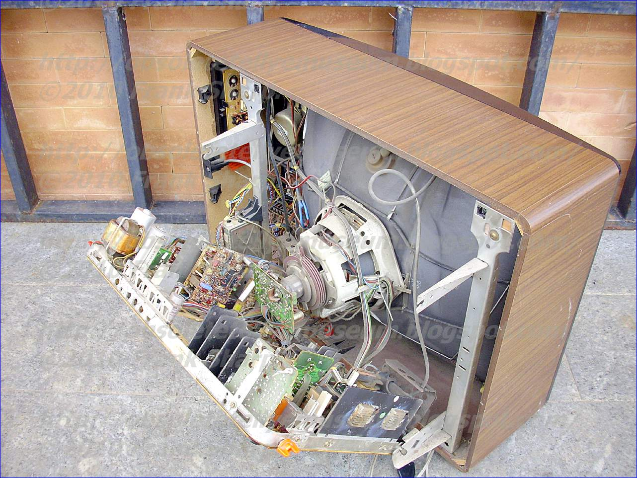 Obsolete Technology Tellye !: GRUNDIG SUPER COLOR 6065 CHASSIS 29301 ...