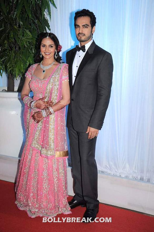 , Esha Deol's Wedding Reception - Family Pics