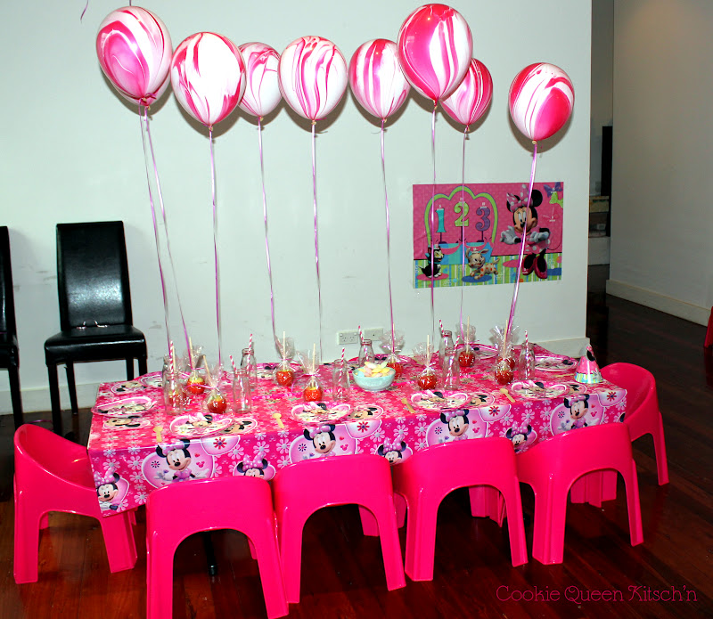 Cookie Queen Kitsch\'n: Minnie Mouse Dessert Table & Party for Miss 3!