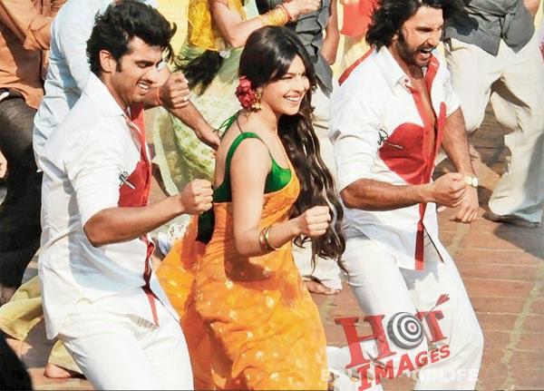 Priyanka Chopra Hot Saree in gunday