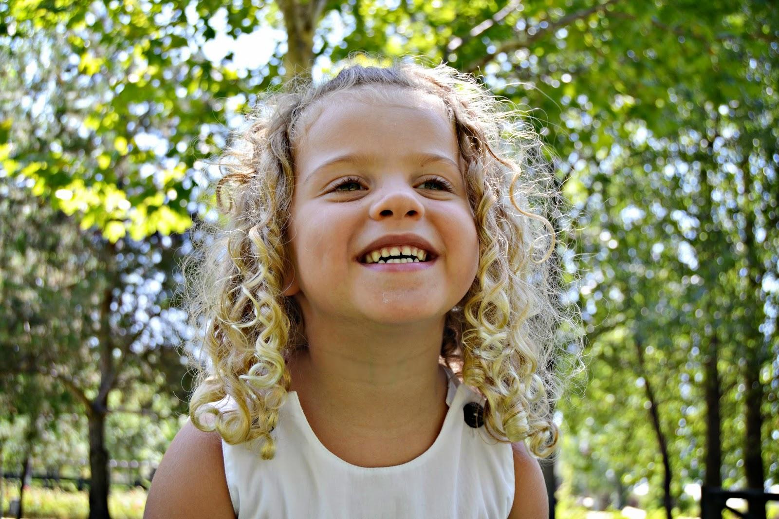 Un peinado para pelo rizado peinados de niñas YouTube - Peinados Para Ninas De Pelo Rizado