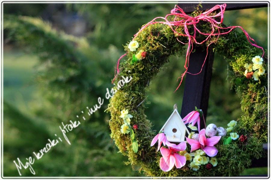wianki naturalne ręcznie robione, wianki z mchu, wiosenny wianek