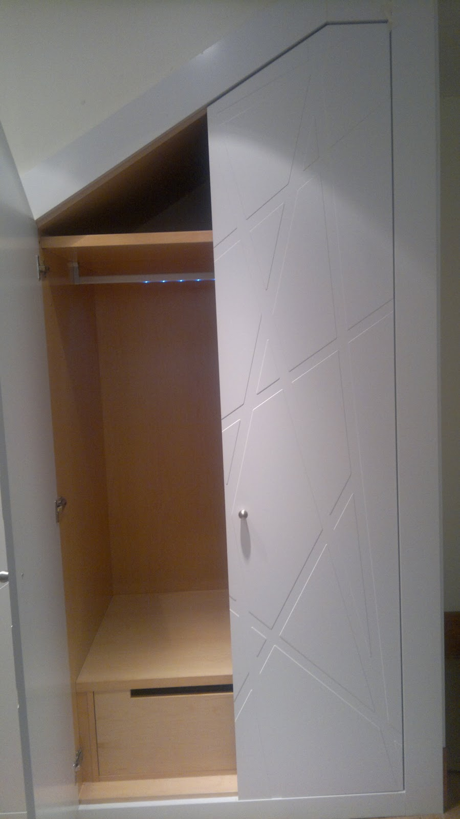 Ebanisteria carpinteria manuel perez zaragoza armario for Puerta para escalera