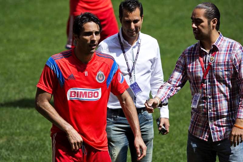 Aldo de Nigris, atacante de las Chivas del Guadalajara jugará ante Rayados.