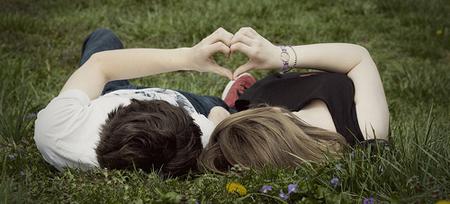 Carta a Evangélico que Faz Sexo com a Namorada Amor-corac3a7c3a3o-coracao-namorados-paz-fakes-casal-fake-verde-deitados-na-grama-namorados-felizes-alegria-sentimento