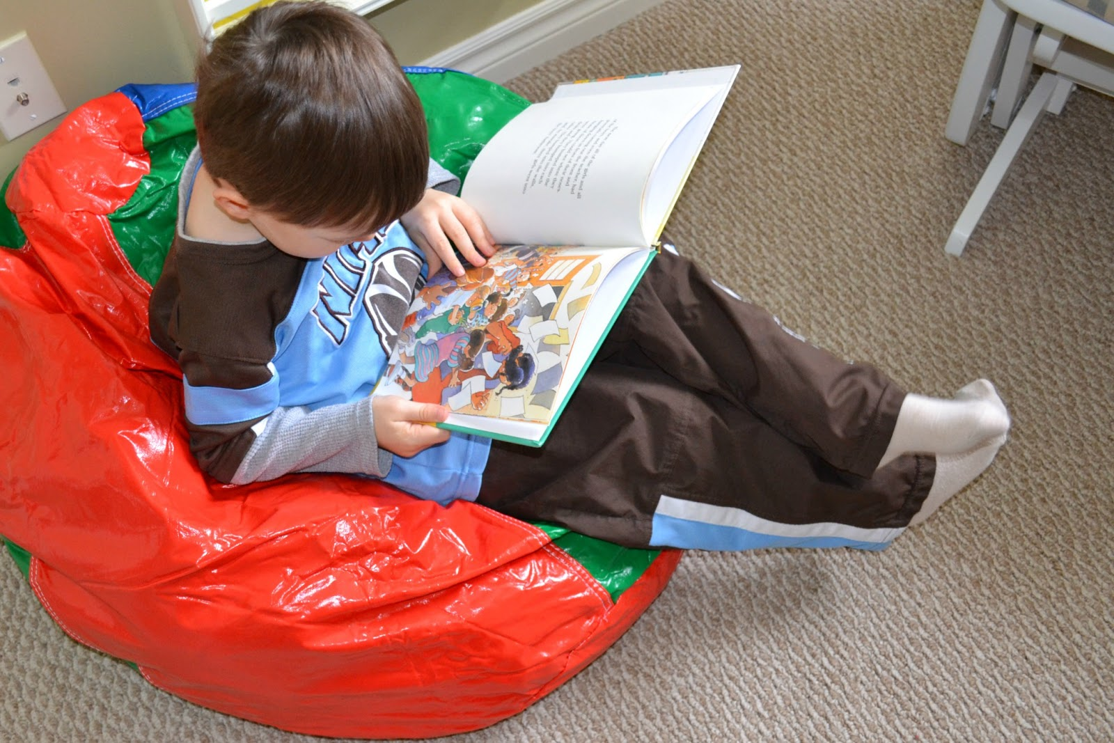 East coast mommy 8 ways to encourage summer reading for Toddler reading chair