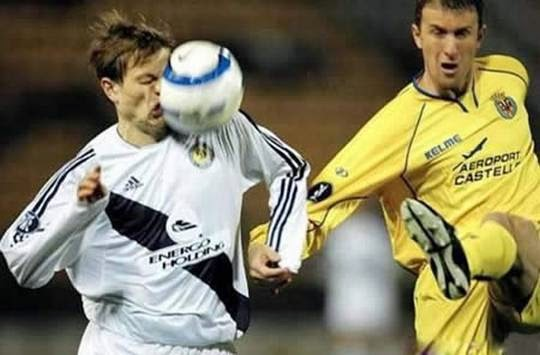 smešne slike: Lopta u lice fudbalera
