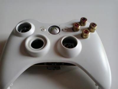 Así queda el pad con los nuevos botones, sobresalen bastante pero ya os diré que tal ;-)
