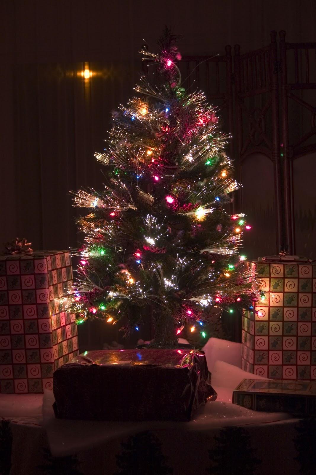 Árbol de Navidad hecho con fibra óptica