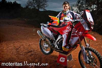 laia-sanz-dakar-rally-motorcycle-gas-gas-motocross-wallpaper