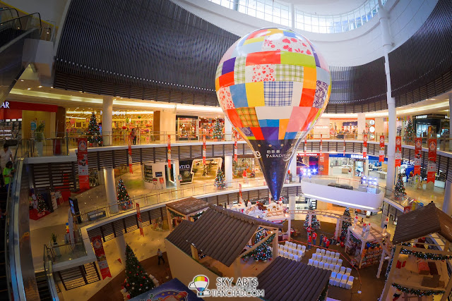 《一路有你》两层楼高的仿真热气球电影道具已出现在佰乐泰广场,供全民拍照
