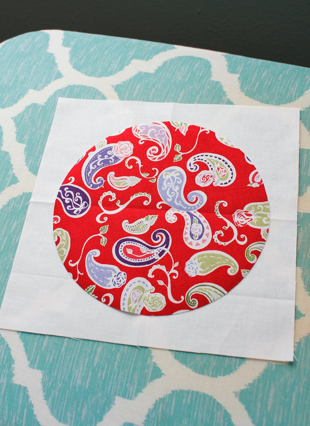 A Bright Corner Simple Circles Quilt Coming Up Roses Blog Tour