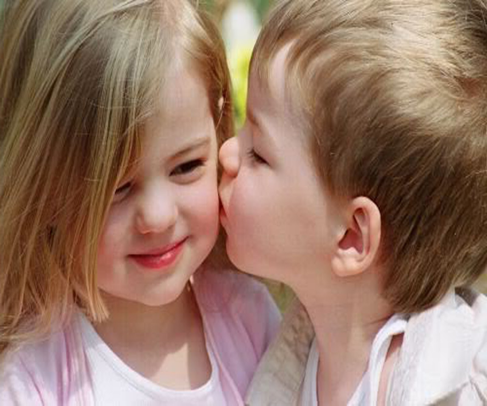 Beautiful Cute Baby Kissing Images HD free