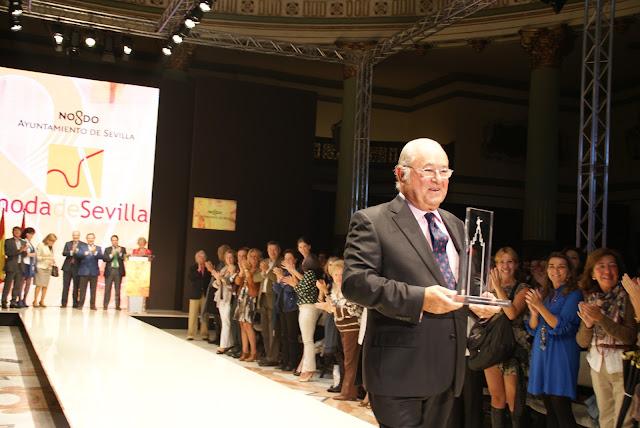 Tony-Benitez-Premio-dedicacion-a-la-moda-en-sevilla