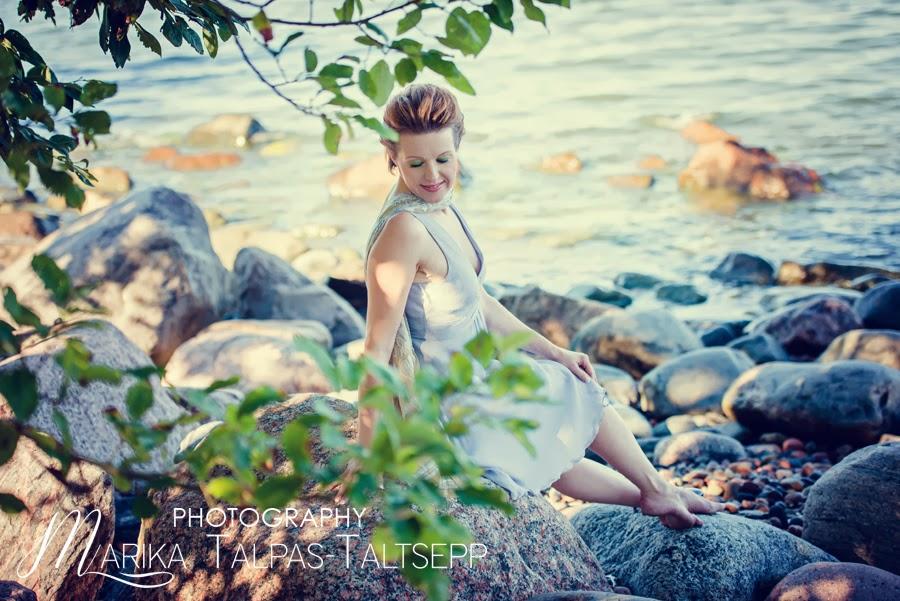 naine-mere ääres