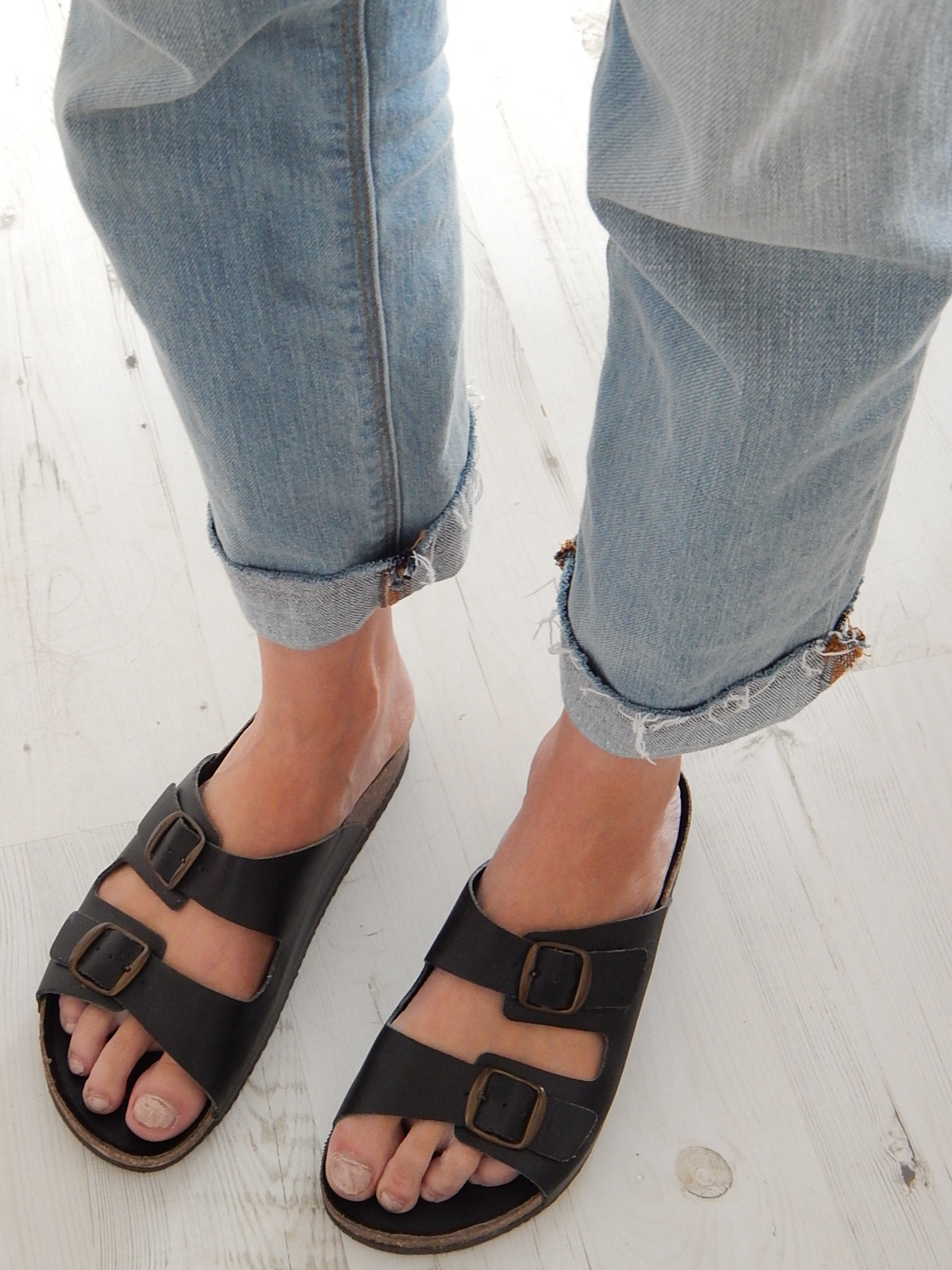 boyfriend jeans and birkenstocks