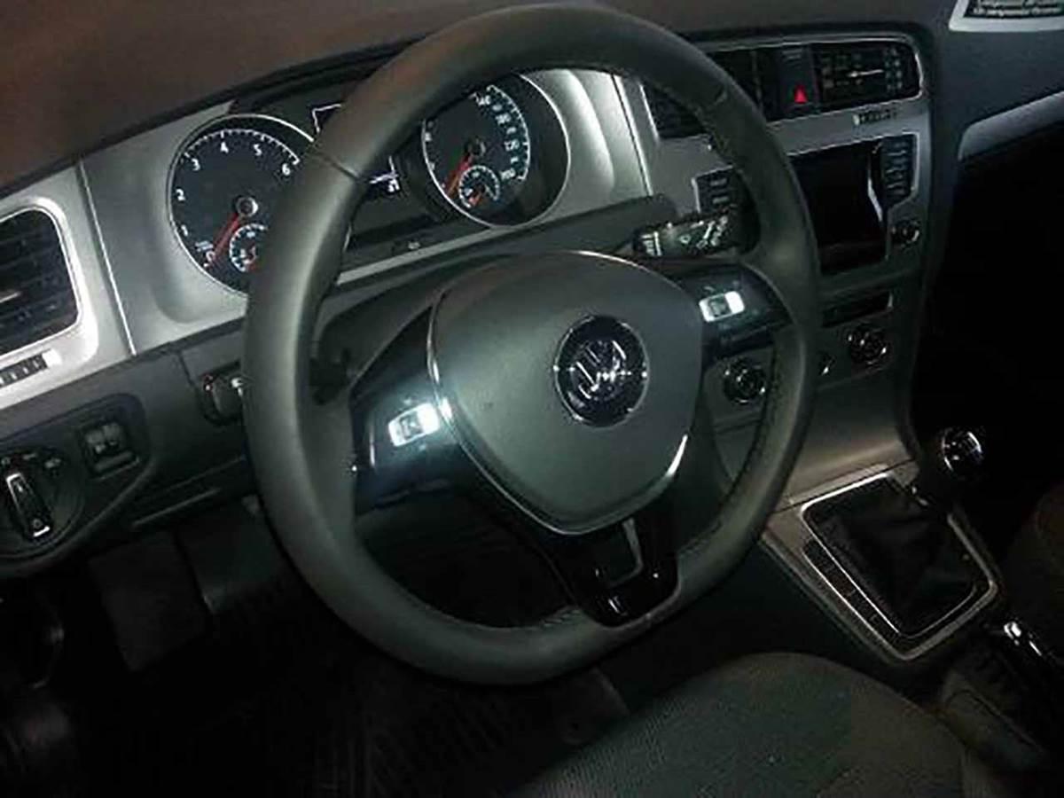 Volkswagen Golf Trendline 2015 - interior - painel