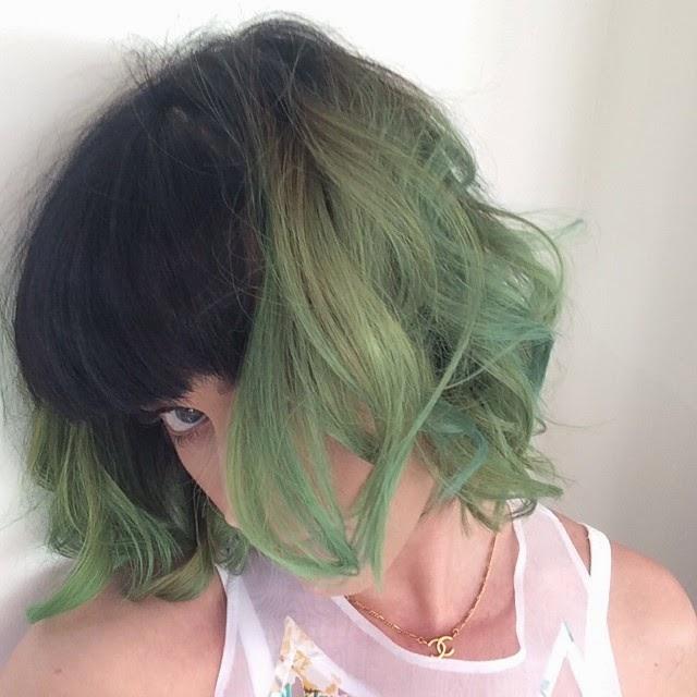 Katy Perry con cabello verde