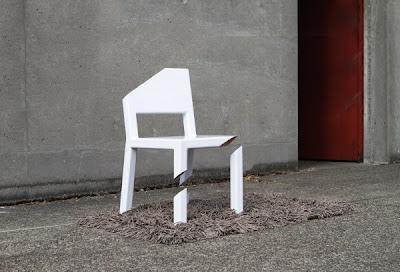 Cut Chair Peter Bristol 5 600x408 تصميم جديد لكرسي رائع ، تخيل أن تجلس على كرسي بثلاثة أرجل مكسورة !