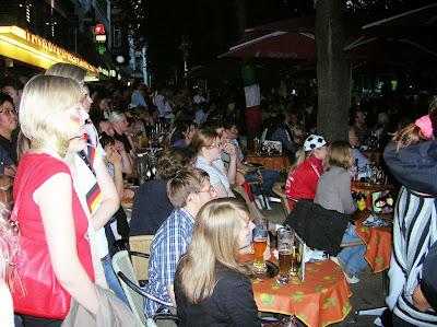 Viendo mundial España - Alemania, Bonn, Alemania, round the world, La vuelta al mundo de Asun y Ricardo, mundoporlibre.com