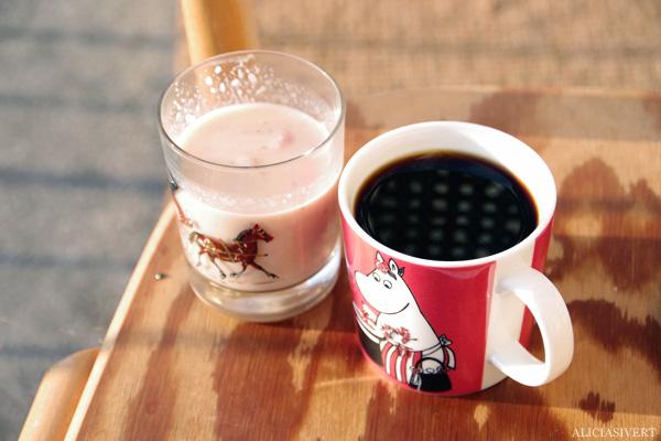 aliciasivert, alicia sivertsson, balkong, balcony, gryning, dawn, soluppgång, frukost, coffee, kaffe, smoothie