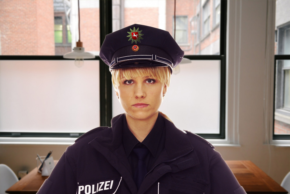 Policewoman hates her colleague because she always wears the same as they