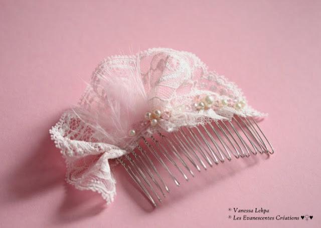 accessoires cheveux et de coiffure pour futures mariée , peigne argent en dentelle Francaise  de Calais de couleur rose et brodé de perles ivoire nacrées , de perles de cristal et de plumes