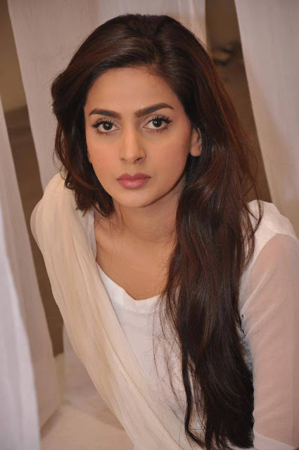 Latest Picture Of Cute Saba Qamar 2013